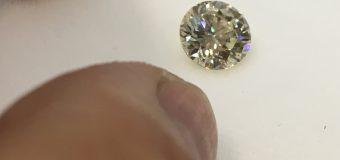 """華奢な中にもゴージャスが窺い知れるデザイン """"2ctのダイヤモンド"""""""