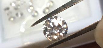 周囲のダイヤをあっち、こっちと配置しながら…