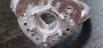 プラチナ枠まで鋳造…地金そのままって 感じでしょ。