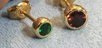 宝石にあう留め方、デザインなどもこだわりながら。。