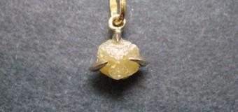 ダイヤモンド原石のネックレス