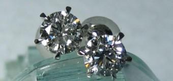 【大決算セール】耳元で輝くトータル1ctのダイヤモンドピアス(イアリング)