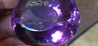 紫は高貴な色…  2月の誕生石
